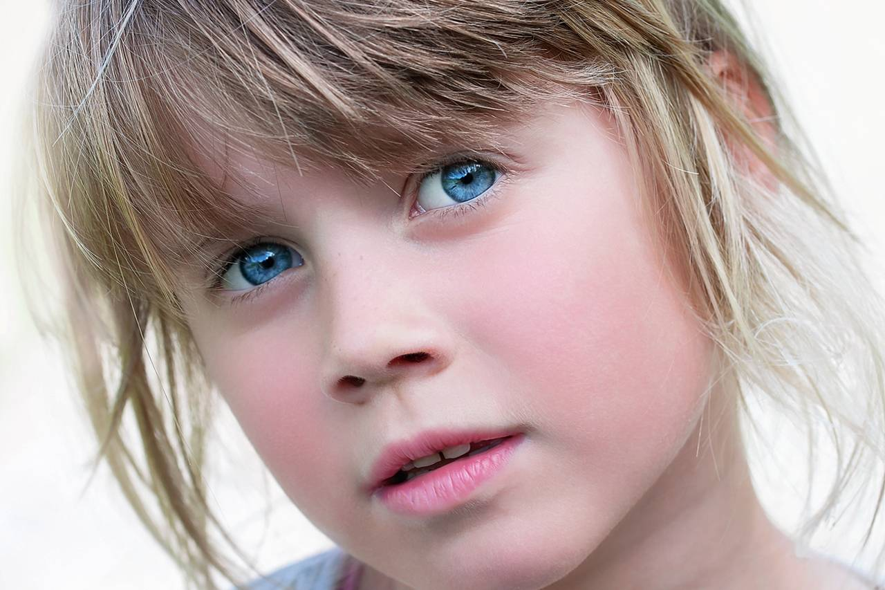Blue-Eyed-Shy-Girl-1280x853